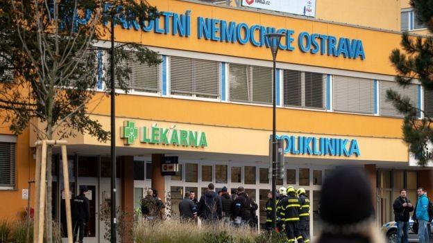 CH Séc: Xả súng giữa bệnh viện, 6 người mất mạng - ảnh 1