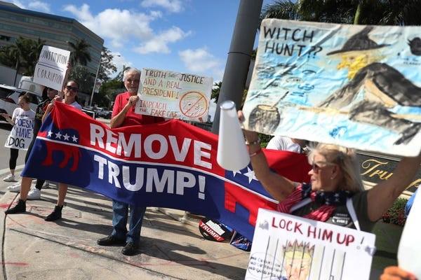 Dân Mỹ rủ nhau xuống đường ủng hộ luận tội Tổng thống Trump - ảnh 2