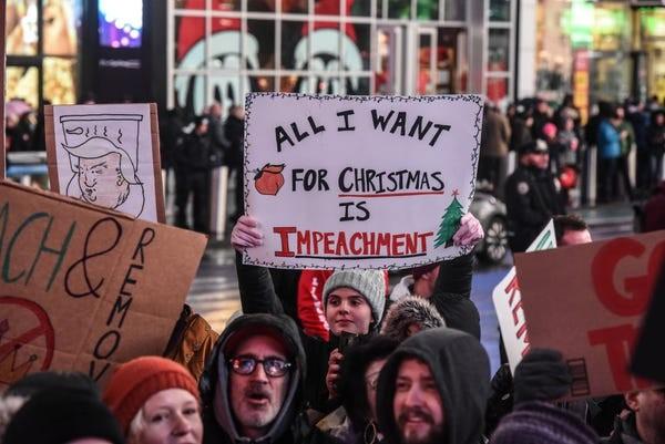 Dân Mỹ rủ nhau xuống đường ủng hộ luận tội Tổng thống Trump - ảnh 7