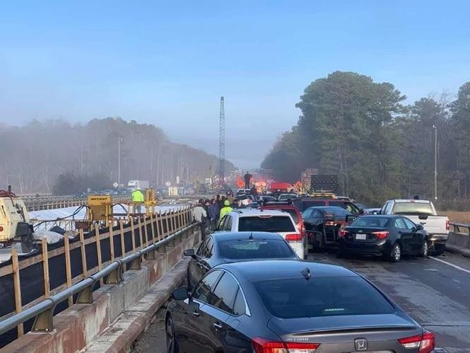Gần 70 xe hơi đâm nhau liên hoàn, hàng chục người bị thương - ảnh 4