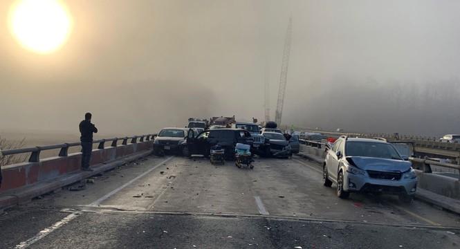 Gần 70 xe hơi đâm nhau liên hoàn, hàng chục người bị thương - ảnh 1