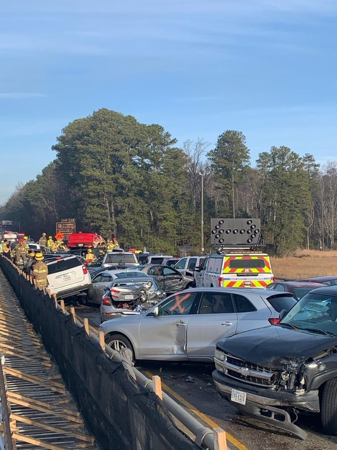 Gần 70 xe hơi đâm nhau liên hoàn, hàng chục người bị thương - ảnh 2