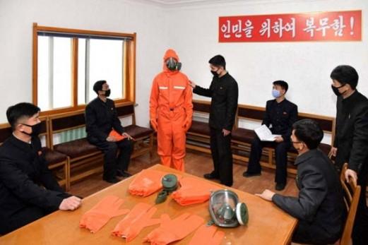 Triều Tiên cách ly 7.000 người, cho phụ nữ nghỉ làm trông con mùa dịch Covid-19 - ảnh 1