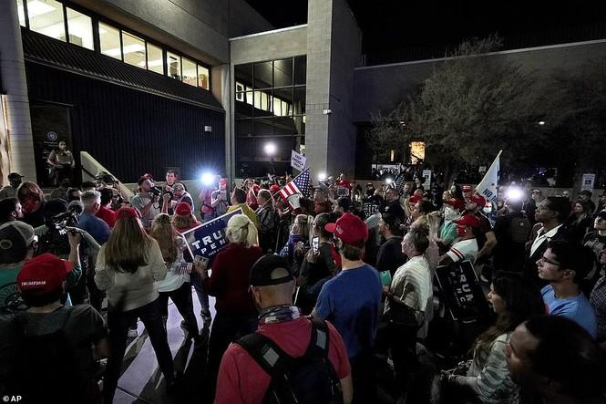 Mỹ: Biểu tình hậu bầu cử lan khắp nước Mỹ, 60 người bị bắt - ảnh 11
