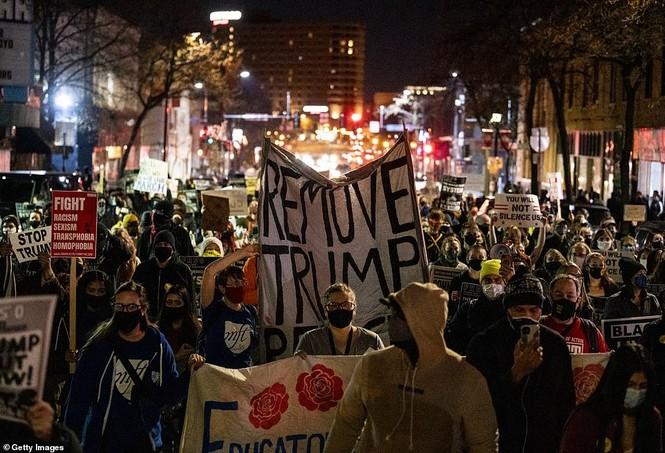 Mỹ: Biểu tình hậu bầu cử lan khắp nước Mỹ, 60 người bị bắt - ảnh 12