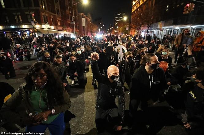 Mỹ: Biểu tình hậu bầu cử lan khắp nước Mỹ, 60 người bị bắt - ảnh 6