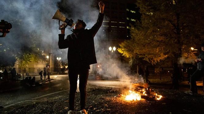 Mỹ: Biểu tình hậu bầu cử lan khắp nước Mỹ, 60 người bị bắt - ảnh 1