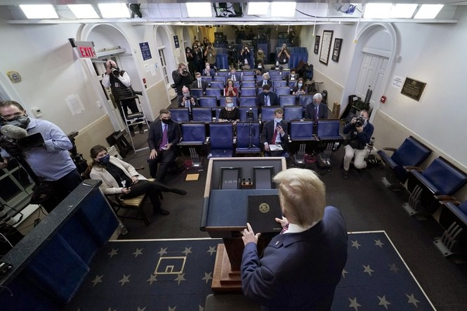 Đài truyền hình Mỹ cắt ngang bài phát biểu của Tổng thống Trump - ảnh 2