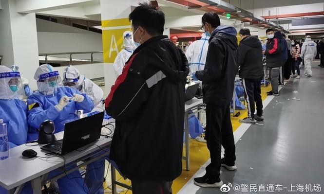 Thượng Hải: Sân bay đóng cửa, xét nghiệm nhân viên vì phát hiện ổ dịch COVID-19 - ảnh 2