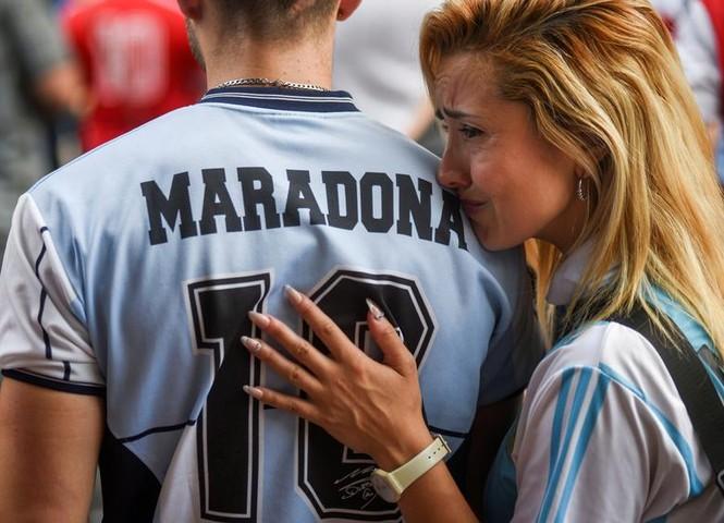 Người hâm mộ đụng độ cảnh sát tại tang lễ huyền thoại Maradona - ảnh 7