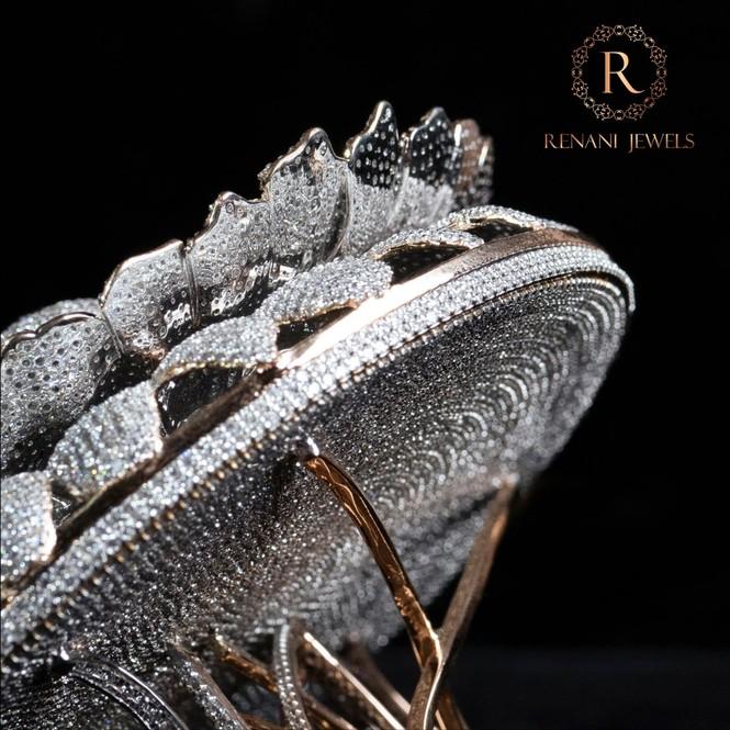 Ngắm chiếc nhẫn 'Cúc vạn thọ' lập kỉ lục thế giới với 12.600 viên kim cương - ảnh 4