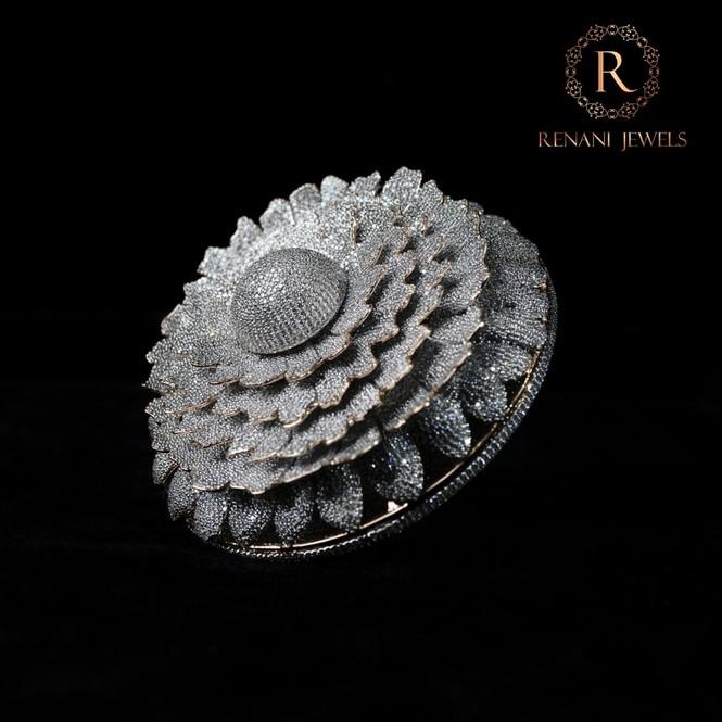 Ngắm chiếc nhẫn 'Cúc vạn thọ' lập kỉ lục thế giới với 12.600 viên kim cương - ảnh 1