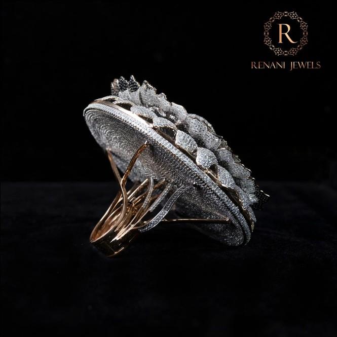 Ngắm chiếc nhẫn 'Cúc vạn thọ' lập kỉ lục thế giới với 12.600 viên kim cương - ảnh 2
