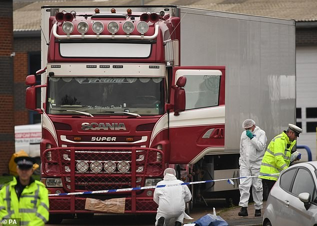 Xót xa dấu vết để lại trên container của 39 người nhập cư Việt tử nạn ở Anh - ảnh 1