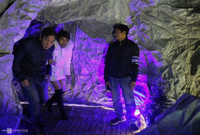 Hang đá Noel cao 24 m làm từ vỏ bao xi măng - ảnh 8