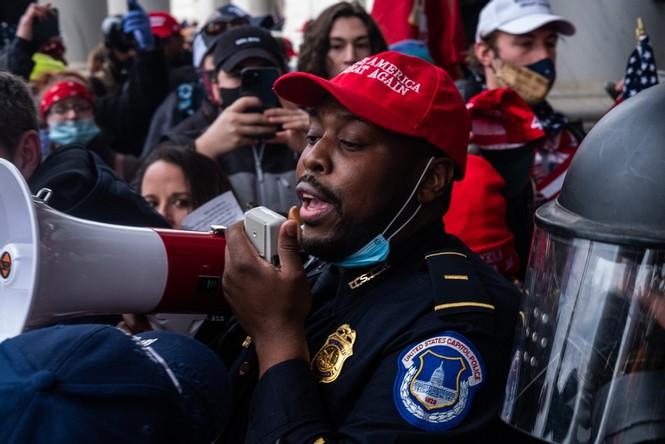 Cảnh sát nghi có 'tay trong' hỗ trợ nhóm bạo loạn Điện Capitol - ảnh 2