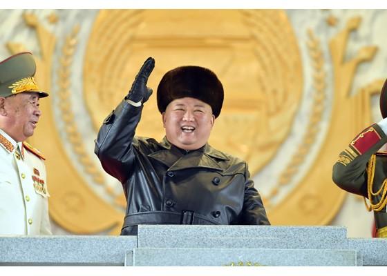 Triều Tiên duyệt binh hậu đại hội đảng, ra mắt tên lửa tàu ngầm mới - ảnh 14