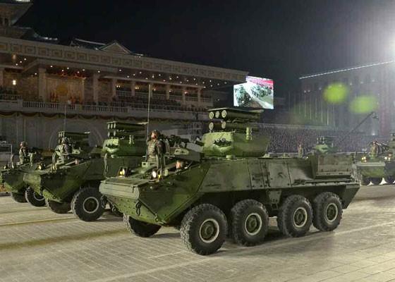 Triều Tiên duyệt binh hậu đại hội đảng, ra mắt tên lửa tàu ngầm mới - ảnh 5