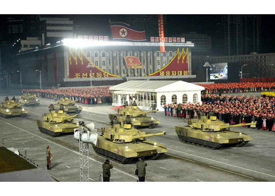 Triều Tiên duyệt binh hậu đại hội đảng, ra mắt tên lửa tàu ngầm mới - ảnh 1