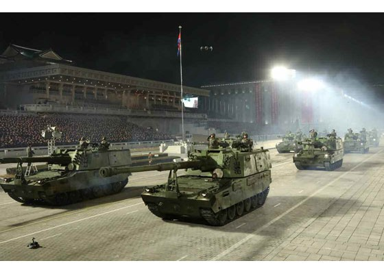 Triều Tiên duyệt binh hậu đại hội đảng, ra mắt tên lửa tàu ngầm mới - ảnh 2