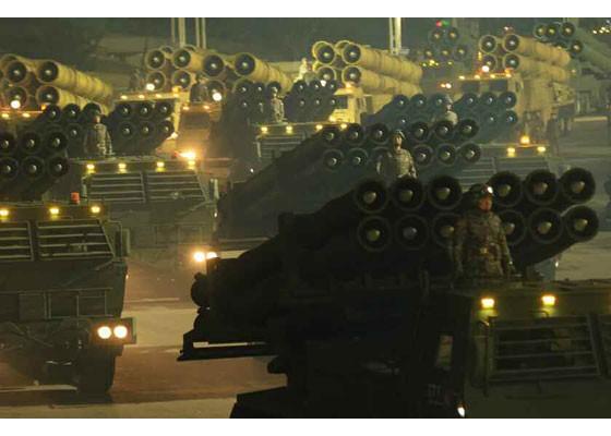 Triều Tiên duyệt binh hậu đại hội đảng, ra mắt tên lửa tàu ngầm mới - ảnh 6