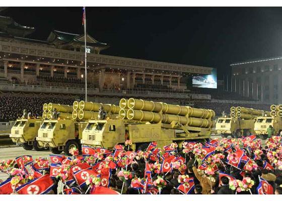 Triều Tiên duyệt binh hậu đại hội đảng, ra mắt tên lửa tàu ngầm mới - ảnh 8