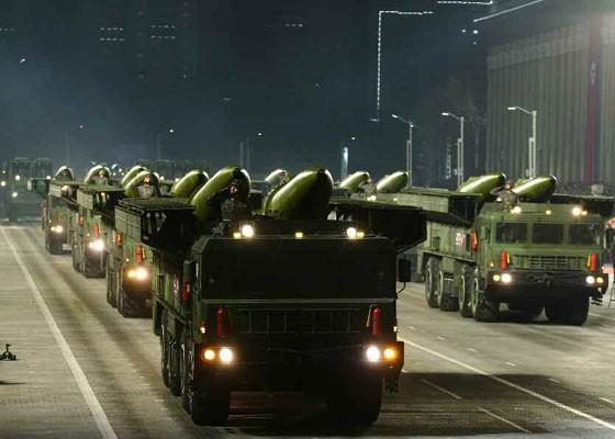 Triều Tiên duyệt binh hậu đại hội đảng, ra mắt tên lửa tàu ngầm mới - ảnh 11