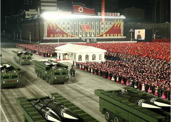 Triều Tiên duyệt binh hậu đại hội đảng, ra mắt tên lửa tàu ngầm mới - ảnh 9