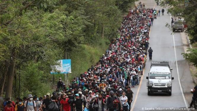 Hàng ngàn người di cư đổ về biên giới Mỹ, chờ chính sách mới của ông Biden - ảnh 3