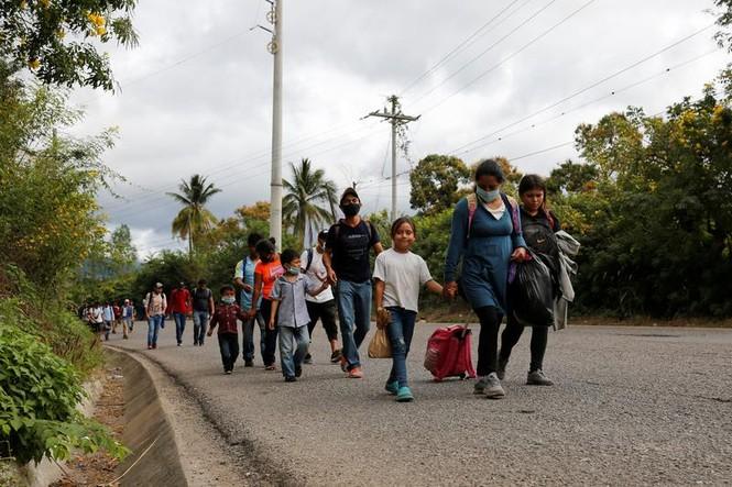 Hàng ngàn người di cư đổ về biên giới Mỹ, chờ chính sách mới của ông Biden - ảnh 4