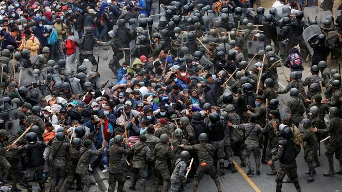 Người di cư đổ về biên giới Mỹ chờ chính quyền mới, cấp dưới ông Biden nói gì - ảnh 1