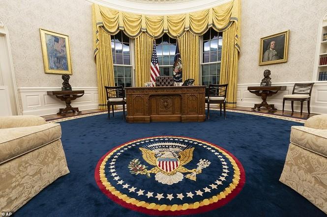 Phòng Bầu dục được bài trí lại để chào đón ông Joe Biden - ảnh 2