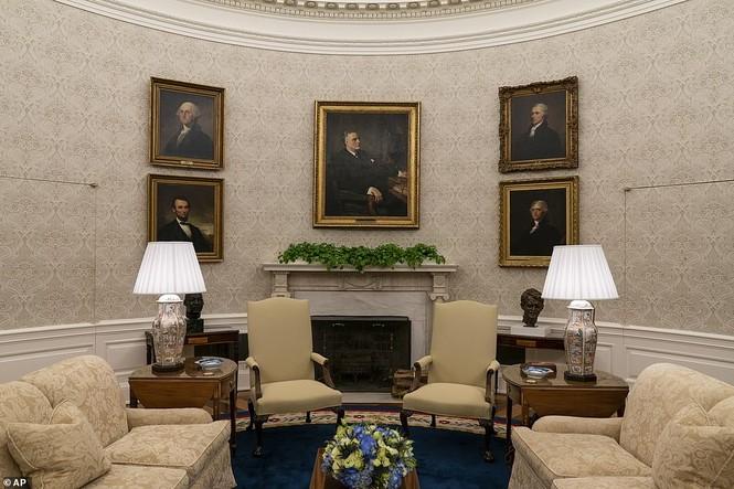 Phòng Bầu dục được bài trí lại để chào đón ông Joe Biden - ảnh 7