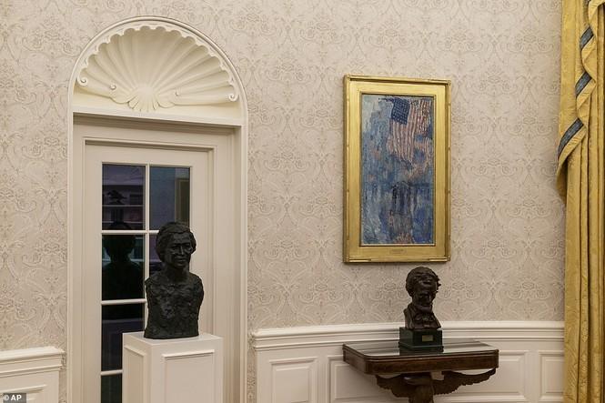 Phòng Bầu dục được bài trí lại để chào đón ông Joe Biden - ảnh 9
