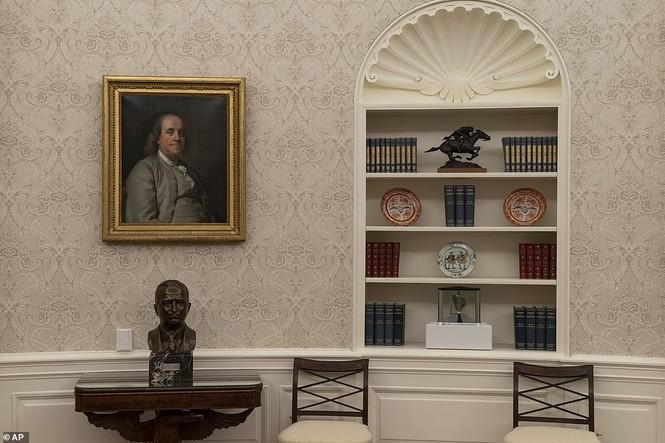 Phòng Bầu dục được bài trí lại để chào đón ông Joe Biden - ảnh 11