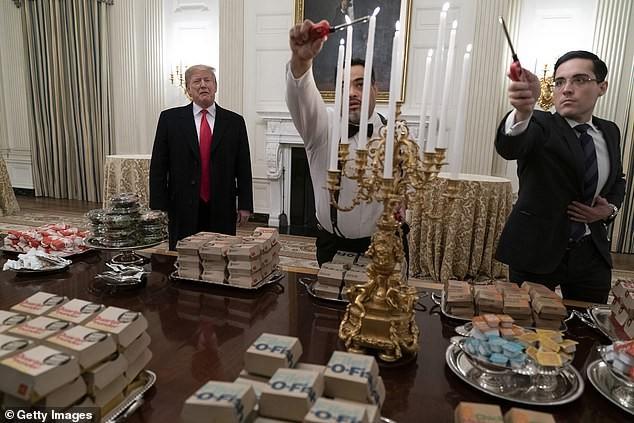 Khoảnh khắc ông Biden bối rối vì cánh cửa Nhà Trắng mãi không mở - ảnh 2