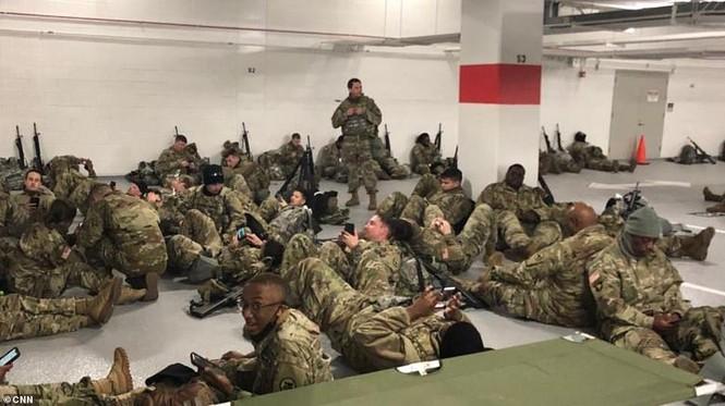Mỹ: Hàng loạt thống đốc bang tức giận, yêu cầu Vệ binh quốc gia rút khỏi Washington - ảnh 1