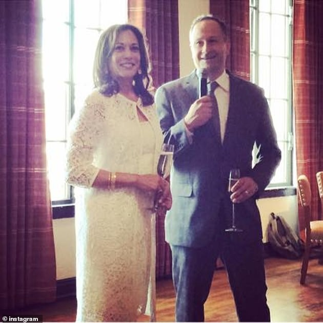 The husband revealed his love for the US Vice President at first sight - photo 2