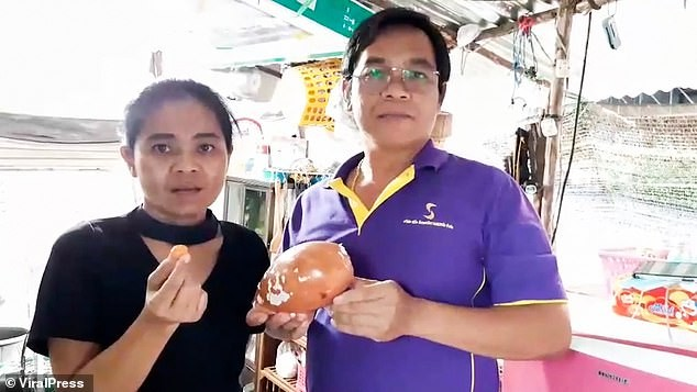 Bite on a billion orange pearl while eating a boiled snail - photo 4