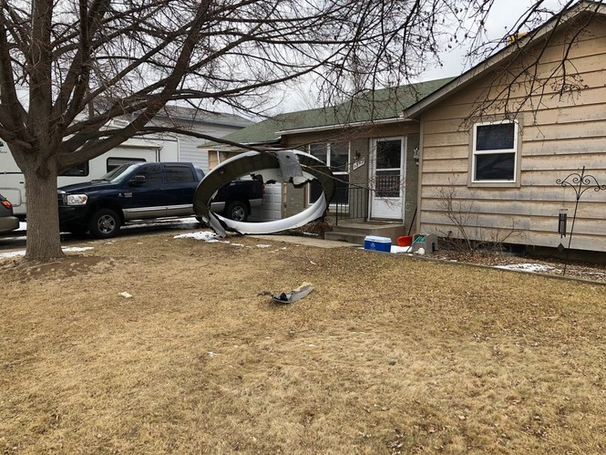 America: The plane had an engine fire in the sky, debris hit the people's house - photo 4