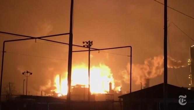 cháy nổ nhà máy hóa chất hóa dầu Mỹ Texas - ảnh 2