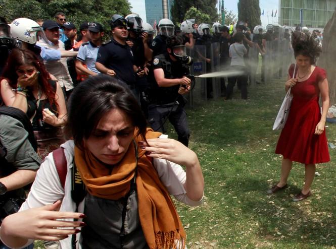 biểu tình bức ảnh cảnh sát chống chính phủ Mỹ Hong Kong Venezuela - ảnh 4