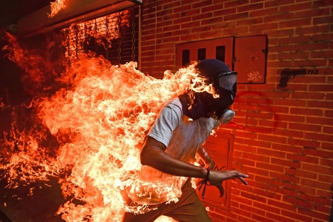 biểu tình bức ảnh cảnh sát chống chính phủ Mỹ Hong Kong Venezuela - ảnh 8