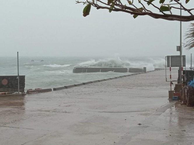 Bão 13 dữ dội nhất từ đêm nay đến sáng mai, nguy cơ ngập lụt lớn - ảnh 9