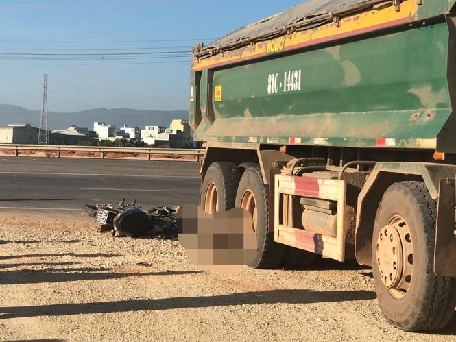 Bình Bịnh: 2 người tử vong dưới bánh xe tải chở đất - ảnh 2