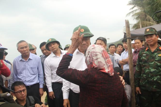 Phó Thủ tướng Trịnh Đình Dũng kiểm tra, chỉ đạo đối phó bão số 6 tại Bình Định - ảnh 1