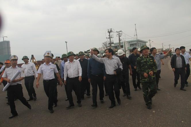 Phó Thủ tướng Trịnh Đình Dũng kiểm tra, chỉ đạo đối phó bão số 6 tại Bình Định - ảnh 3