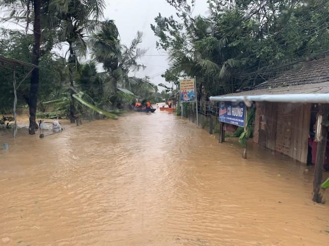 Bão số 9 đổ bộ Quảng Nam - Quảng Ngãi, giật cấp 13 - ảnh 7