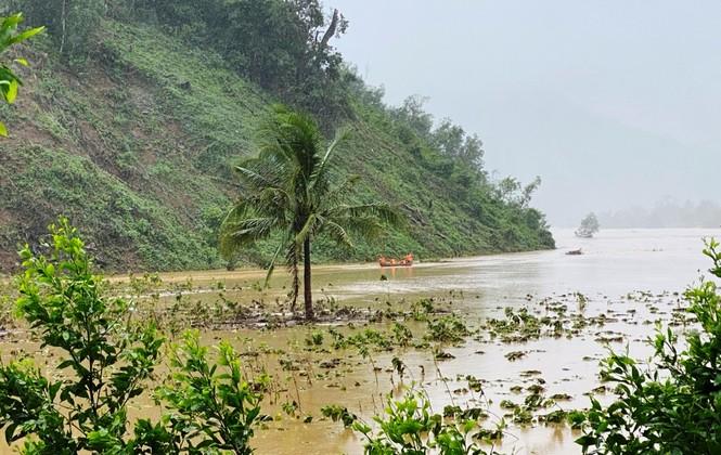 Bình Định: Nhiều xã chìm trong nước lũ - ảnh 2