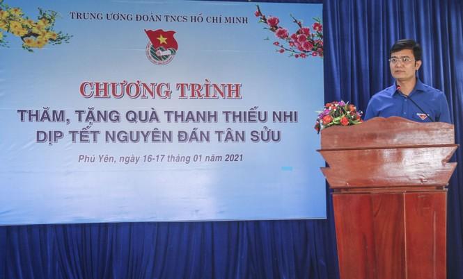 Bí thư Thường trực Trung ương Đoàn tặng quà Tết tại Phú Yên - ảnh 1